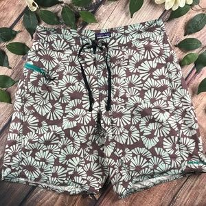 Patagonia Size 32 Distressed Floral Leaf Shorts